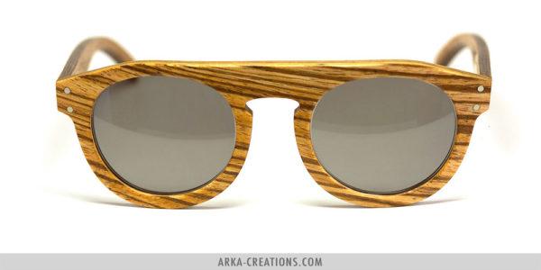 Lunettes de soleil en bois clair